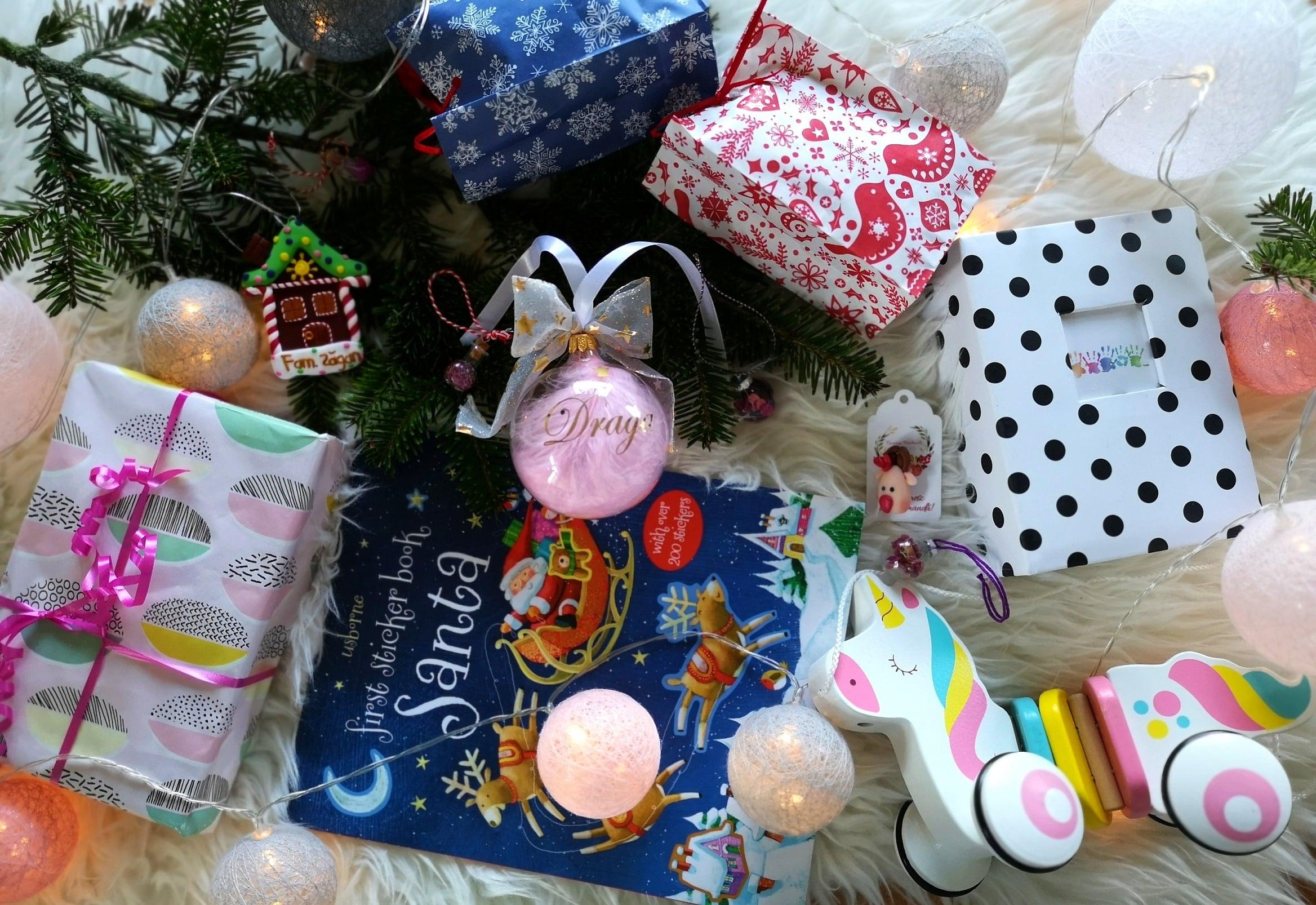 Pregătiri de sărbători. Cadouri, decorațiuni, amintiri